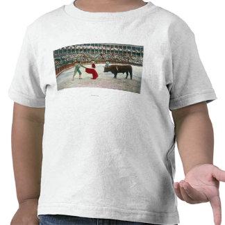 Vista de un Matador alrededor para matar el Camisetas