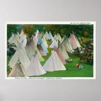 Vista de un pueblo y de un Pendleton indios Posters