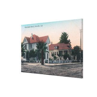 Vista de una calle de la residencia, niño en la bi impresion de lienzo