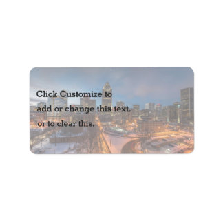 Vista de una ciudad durante invierno etiquetas de dirección