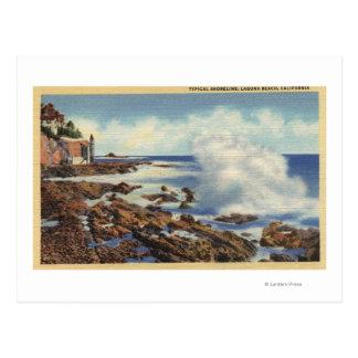 Vista de una línea de la playa típica postal