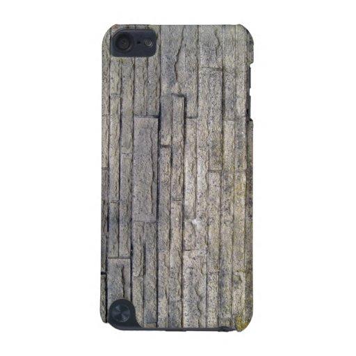 Vista de una pared de piedra con los musgos funda para iPod touch 5G