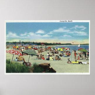 Vista de una playa apretada de Craigville Poster
