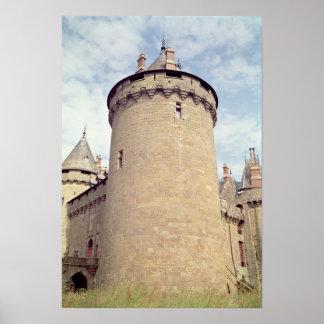 Vista de una torre del castillo francés posters
