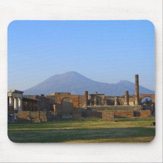 Vista de Vesuvio sobre las ruinas de Pompeya Tapetes De Ratones