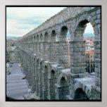 Vista del acueducto romano que fecha probablemente póster
