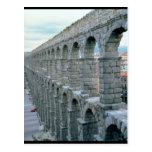 Vista del acueducto romano que fecha probablemente tarjeta postal