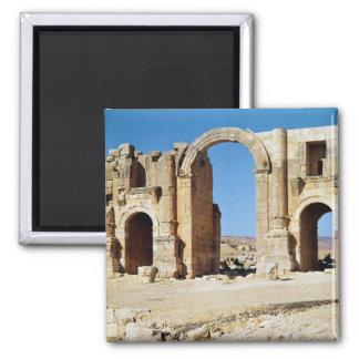Vista del arco triunfal, ANUNCIO construido c.129 Imán Cuadrado