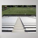 Vista del campo de fútbol de blanqueadores vacíos impresiones