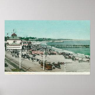 Vista del casino, de la playa, y del embarcadero póster