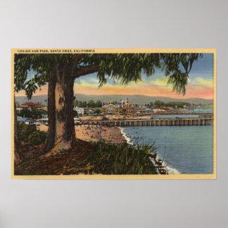 Vista del casino y del embarcadero de una distanci póster