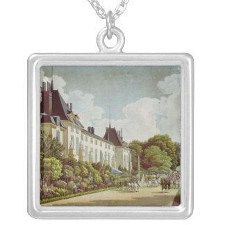 Vista del castillo francés de la Malmaison Collar Plateado