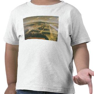Vista del castillo francés y de los jardines de la camisetas
