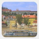 Vista del castillo y de la ciudad de Praga por Calcomanías Cuadradas Personalizadas