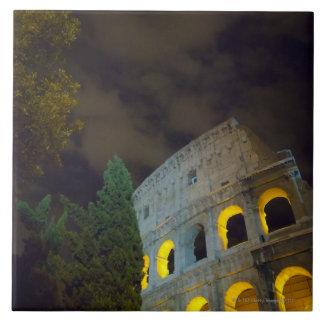 Vista del Coloseum en Roma en la noche Azulejo Cuadrado Grande