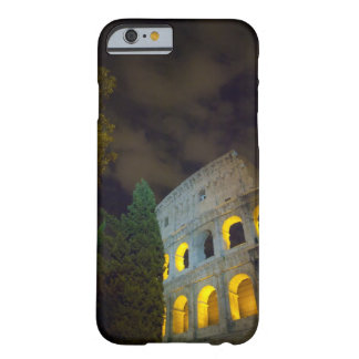Vista del Coloseum en Roma en la noche Funda Barely There iPhone 6