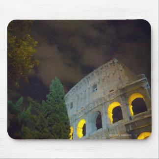 Vista del Coloseum en Roma en la noche Tapete De Ratón
