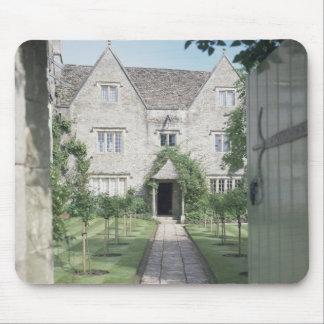 Vista del frente de la casa (foto) tapetes de ratón