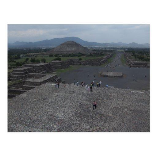 Vista del fuerte viejo grande de la pirámide con e tarjetas postales