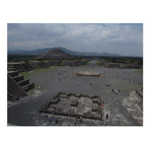 Vista del fuerte viejo grande de la pirámide con e postal
