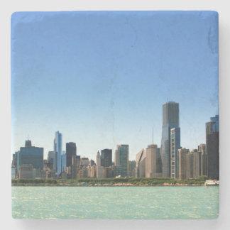 Vista del horizonte de Chicago por el lago Posavasos De Piedra