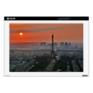 vista del horizonte de la torre Eiffel y de París Skins Para Portátil