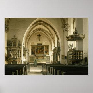 Vista del interior de la iglesia con impresiones