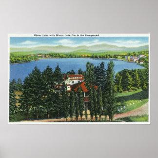 Vista del lago mirror y del mesón del lago mirror posters