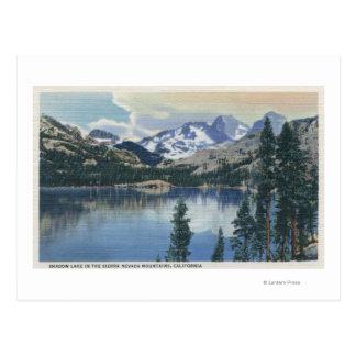 Vista del lago shadow, montañas de Sierra Nevada Tarjetas Postales
