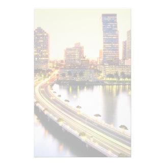 Vista del mandarín Miami oriental con la reflexión Papeleria De Diseño