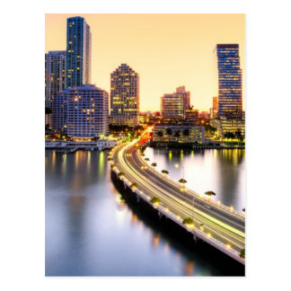 Vista del mandarín Miami oriental con la reflexión Postales