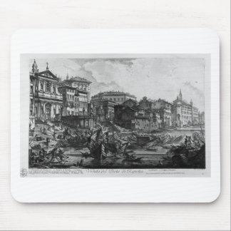 Vista del monumento erigido por el emperador Titus Alfombrillas De Ratón
