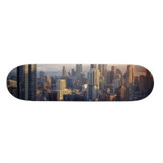 Vista del paisaje urbano con la luz fantástica tablas de patinar
