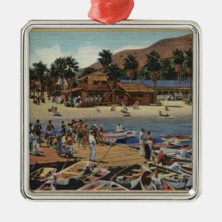 Vista del puerto del istmo con los nadadores adorno navideño cuadrado de metal