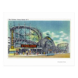 Vista del roller coaster del ciclón # 2 postal