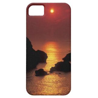 vista del sol que fija sobre el mar iPhone 5 carcasa