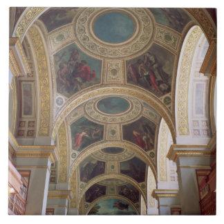 Vista del techo coffered de la biblioteca con s do azulejo cuadrado grande