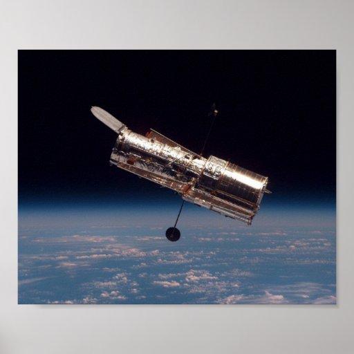 Vista del telescopio de Hubble del descubrimiento  Poster