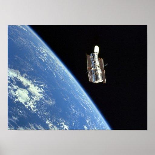 Vista del telescopio espacial de Hubble del descub Póster