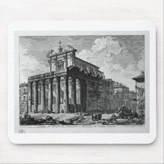 Vista del templo de Antoninus y de Faustina Mouse Pads
