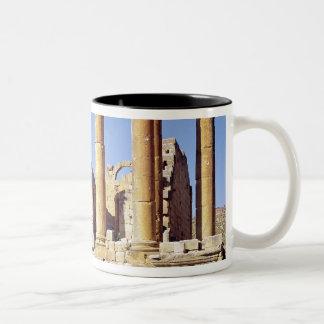 Vista del Templo de Artemisa, ANUNCIO construido Taza De Dos Tonos