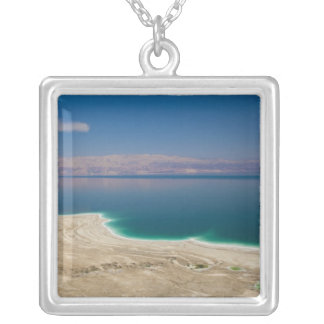 Vista elevada del mar muerto collar