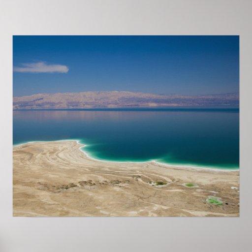 Vista elevada del mar muerto póster