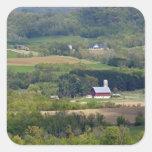 Vista escénica de las tierras de labrantío al sur  calcomanía cuadrada
