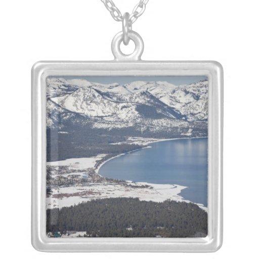 Vista escénica del lago Tahoe, los E.E.U.U. Joyerias
