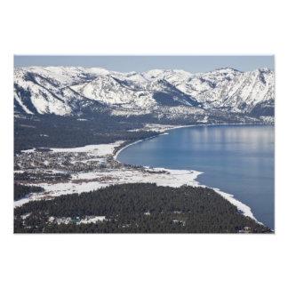 Vista escénica del lago Tahoe, los E.E.U.U. Cojinete