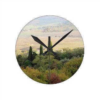 Vista escénica del paisaje típico de Toscana Reloj Redondo Mediano