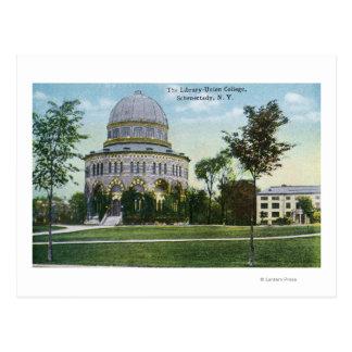 Vista exterior de la biblioteca de universidad de tarjetas postales