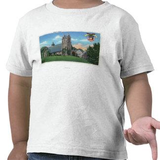 Vista exterior de la capilla católica camiseta