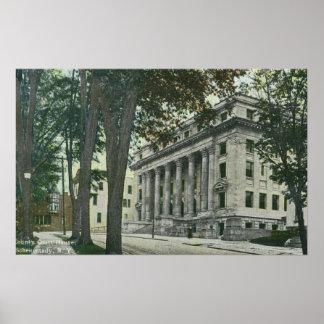 Vista exterior de la casa del Tribunal del Condado Posters